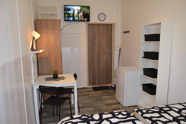 Pokoj na ubytovně v Brně s televizí