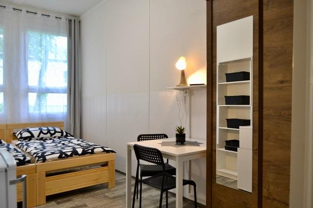 Čistý a uklizený pokoj na naší ubytovně v Brně